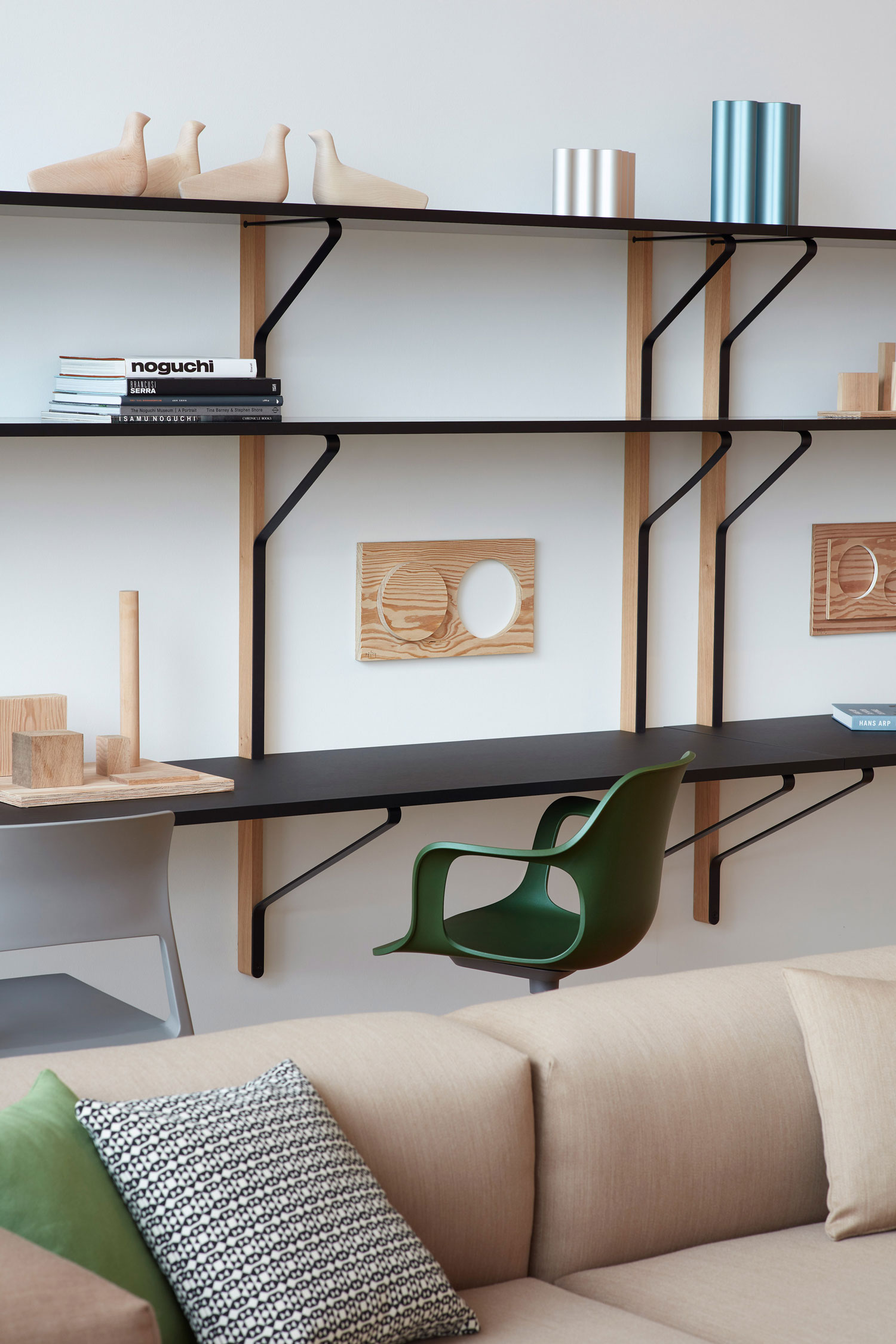 jasper morrison 39 s installation at the vitrahaus yellowtrace. Black Bedroom Furniture Sets. Home Design Ideas