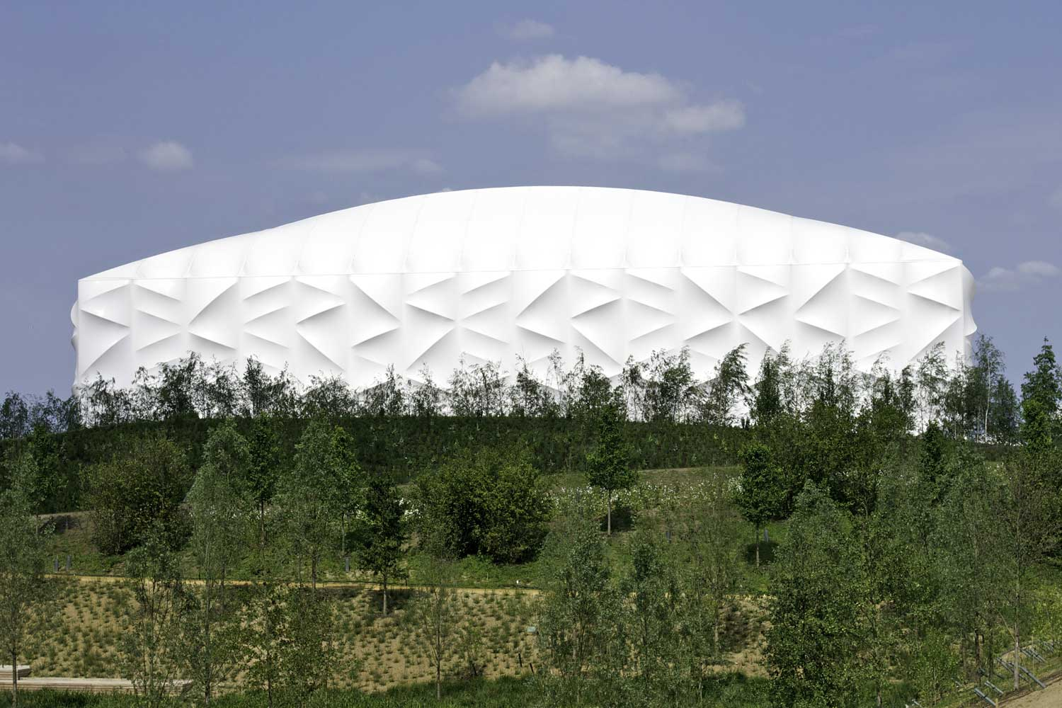 2012 London Basket Arena by Sinclair Knight Merz with Wilkinson Eyre and KSS | Yellowtrace
