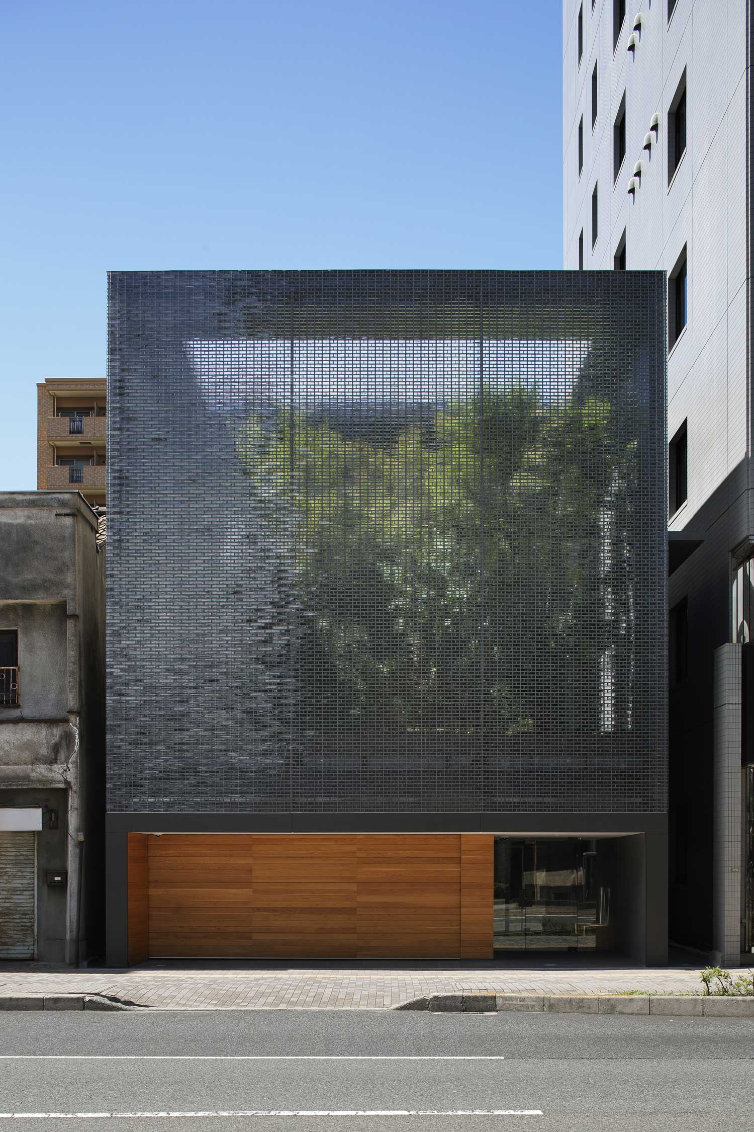 Optical Glass House by Hiroshi Nakamura NAP | Yellowtrace