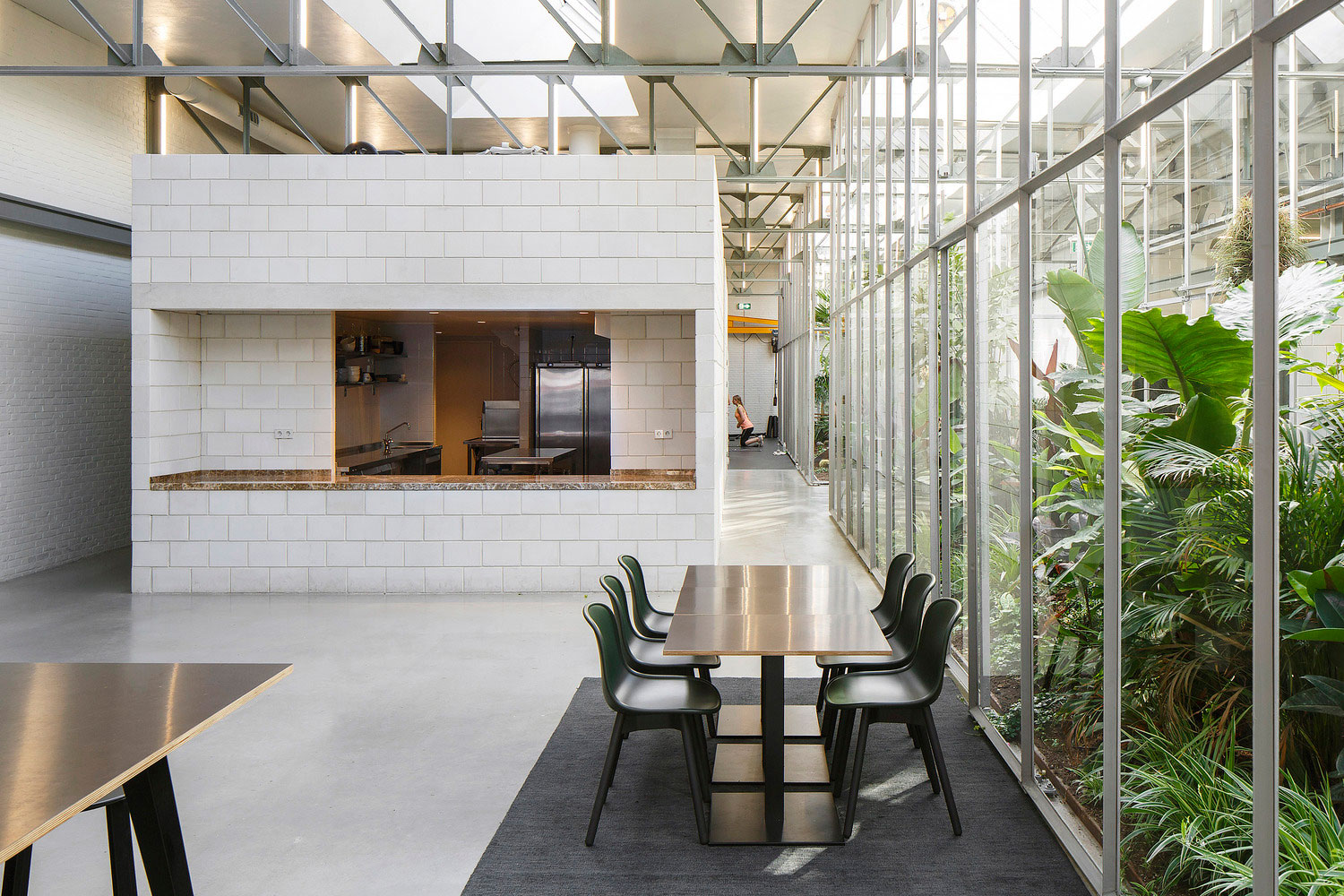 Joolz hq in amsterdam by space encounters yellowtrace for Interieur architect amsterdam
