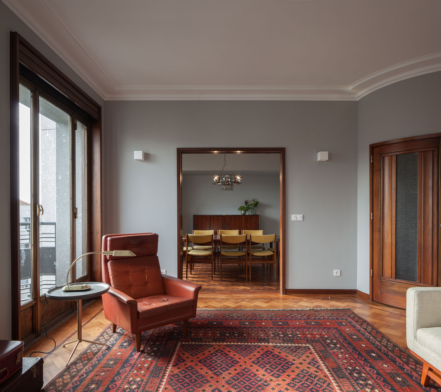 1940s Retro Apartment Renovations in Porto by Atelier In Vitro ...