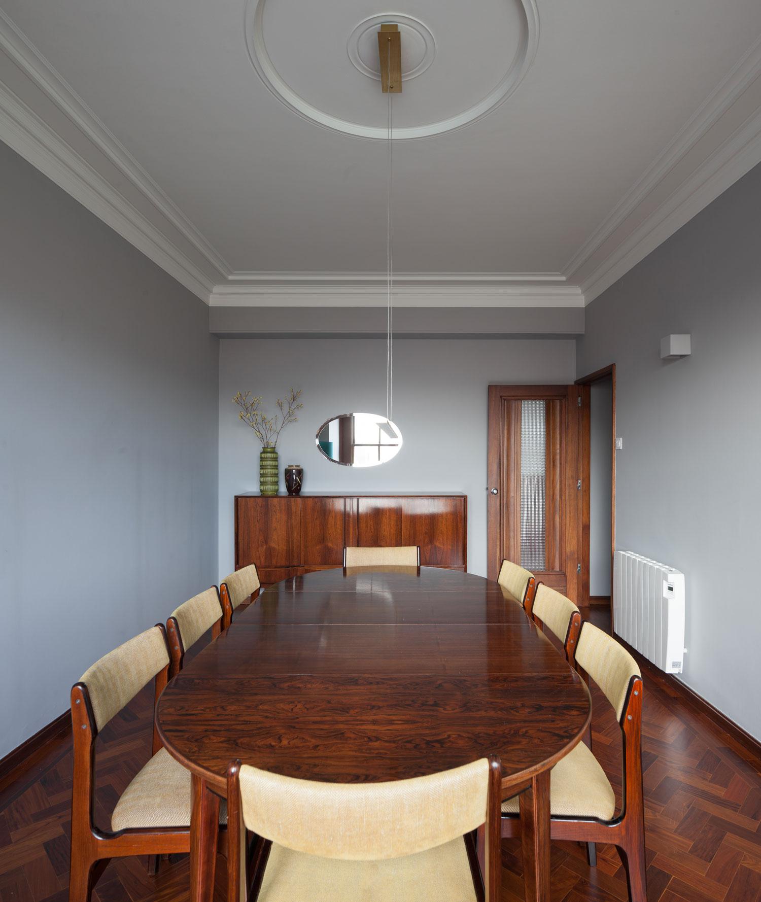 1940s Retro Apartment Renovations Palacio 6E In Porto By Atelier Invitro