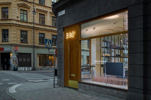 Behrer & Partners Real Estate Office in Stockholm by Vida Arkitektkontor | Yellowtrace