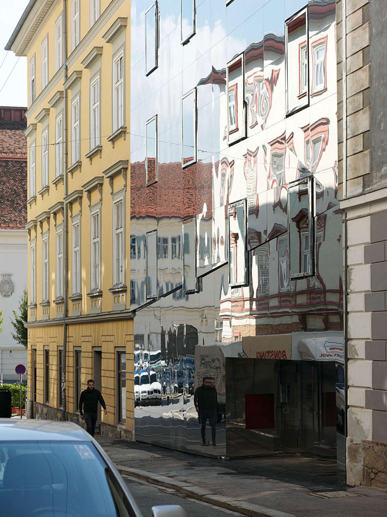Broken Mirror House in Graz by HoG architektur | Yellowtrace