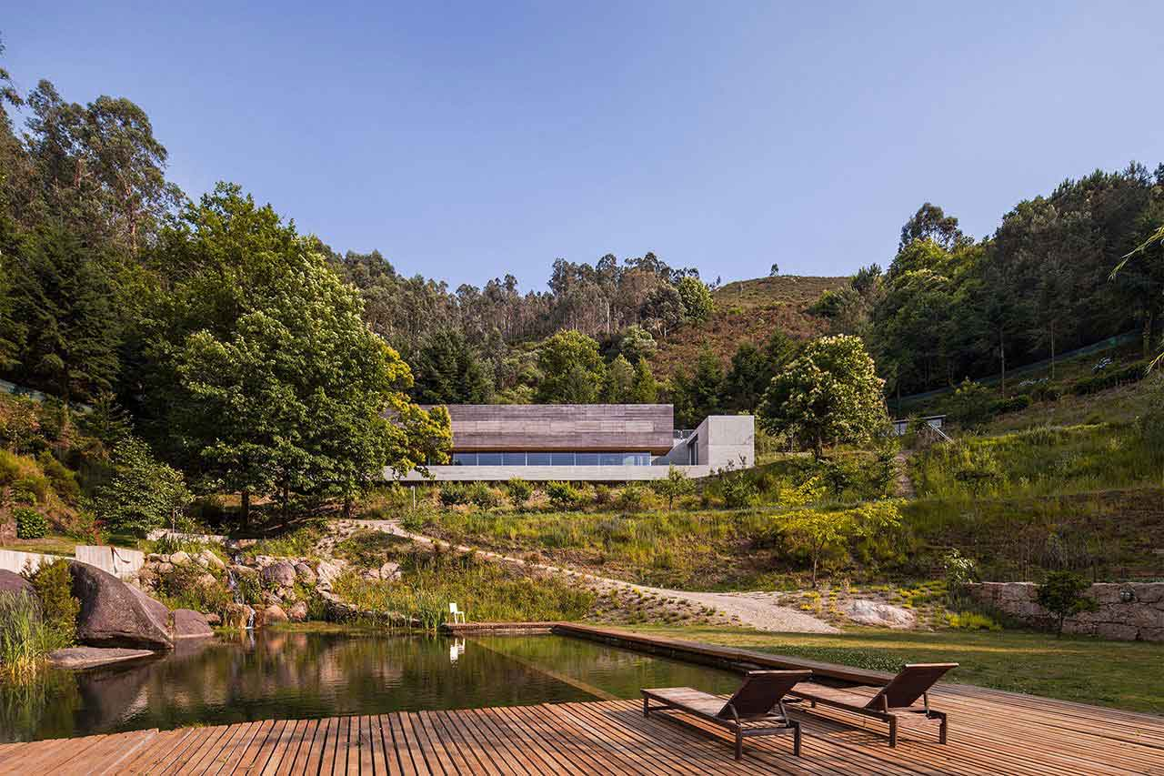 Casa do Geres in Portugal by Carvalho Araujo | Yellowtrace