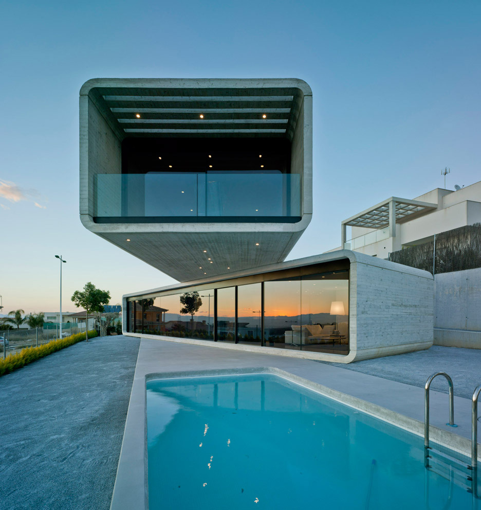 Crossed House in Murcia, Spain by Clavel Arquitectos | Yellowtrace