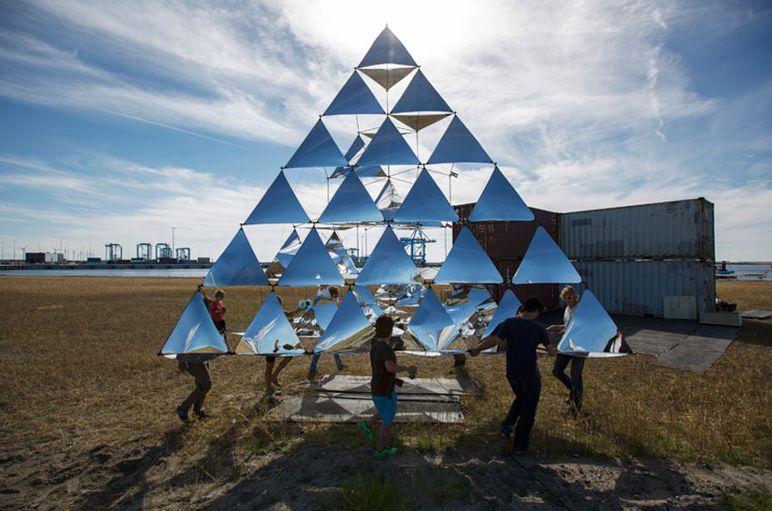 Tomas Saraceno Solar Bell Floating Sculpture | Yellowtrace