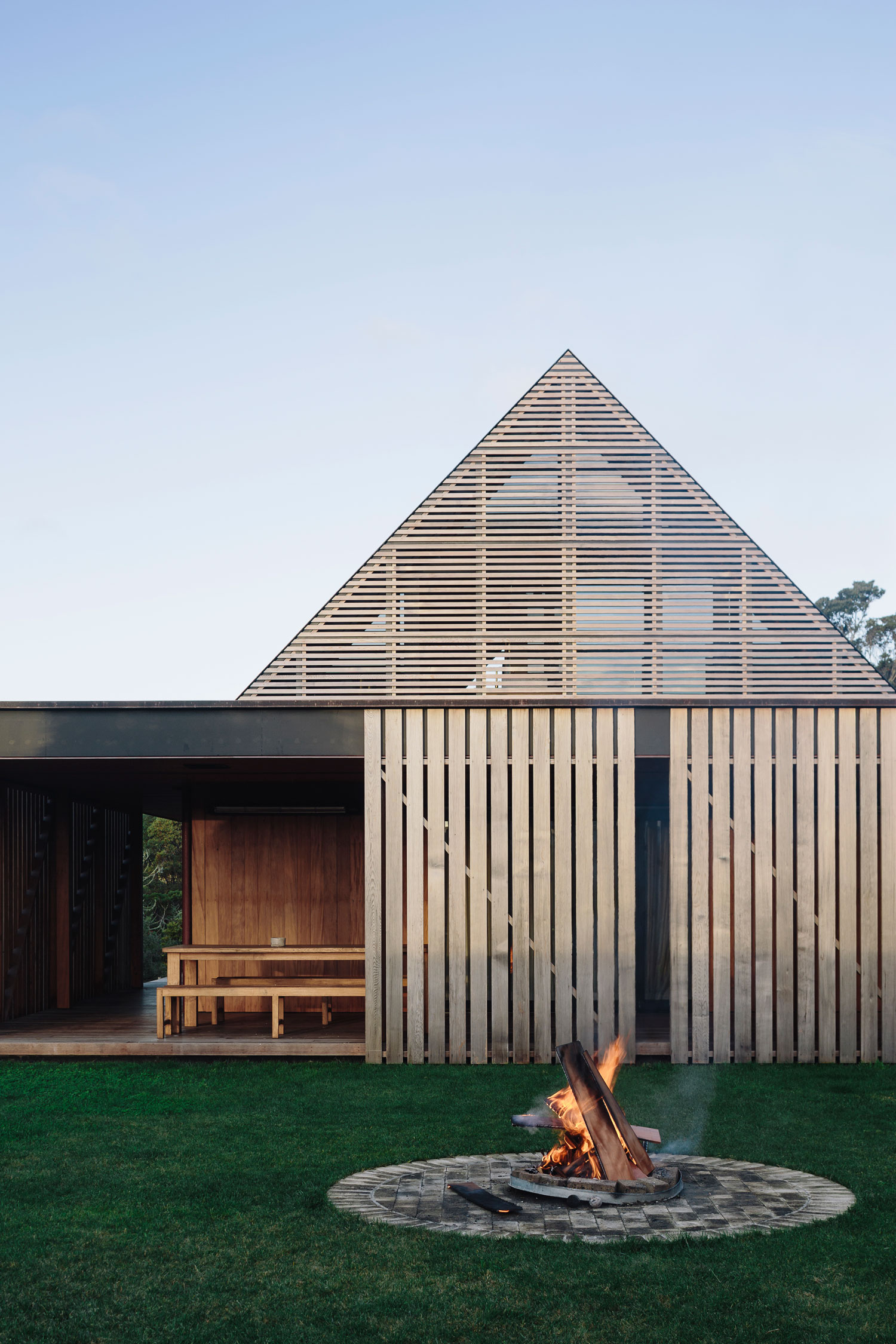 Forest House in Auckland, New Zealand by Fearon Hay Architects   Yellowtrace
