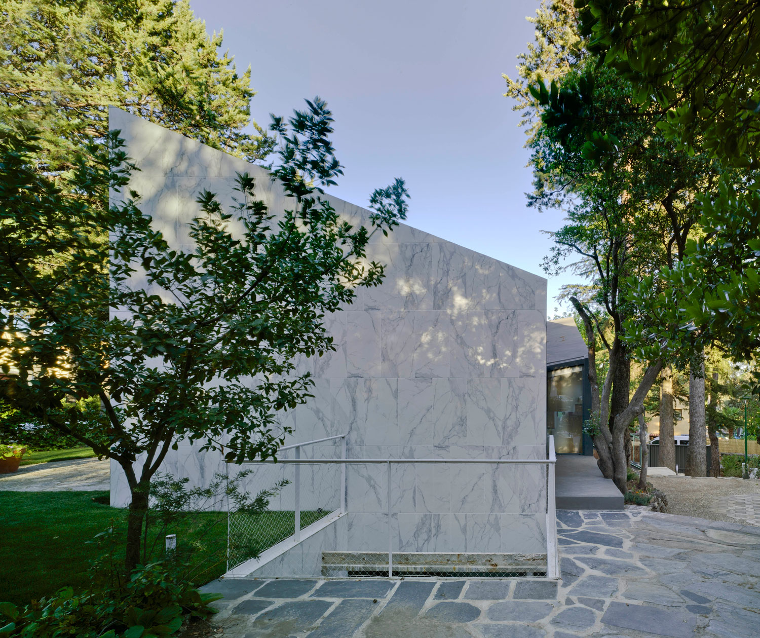House built over a former city water tank in madrid by valdivieso arquitectos yellowtrace - Arquitectos interioristas madrid ...