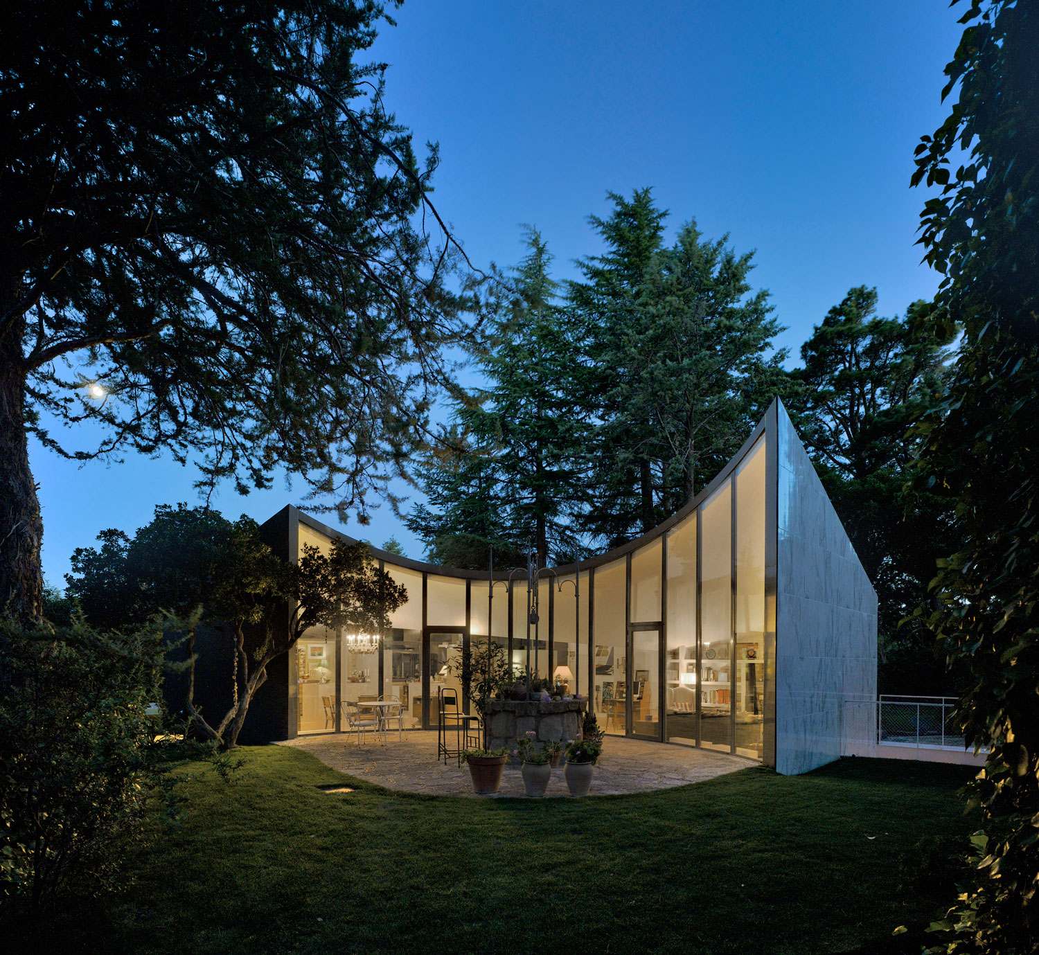 House Built Over A Former City Water Tank In Madrid By
