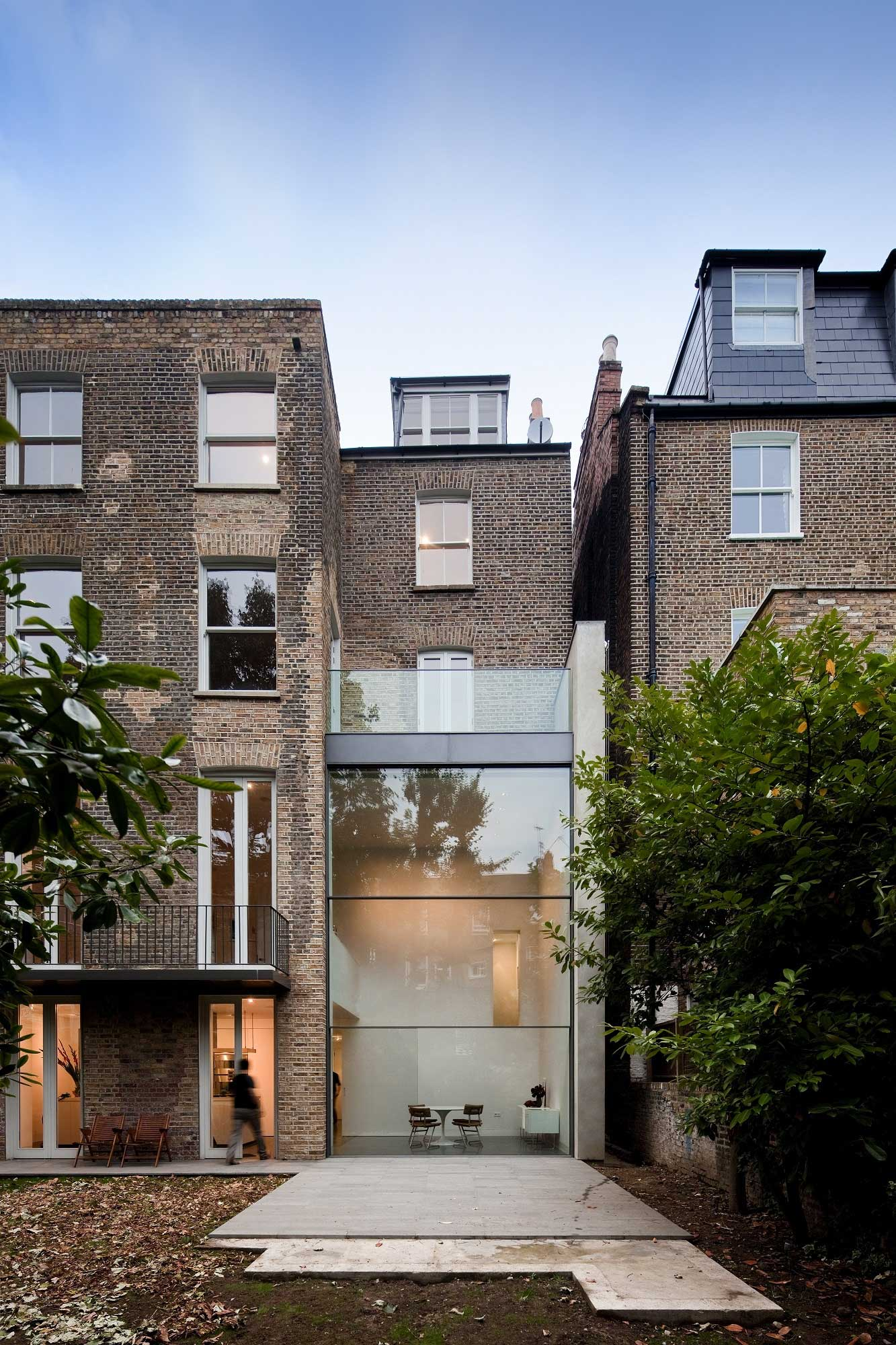 House on Bassett Road by Paul + O-Architects | Yellowtrace
