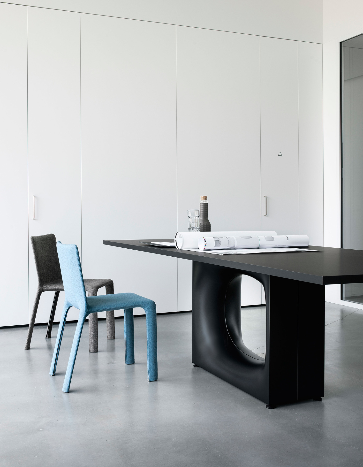 Interview with milan based japanese designer kenasku oshiro for Table kristalia