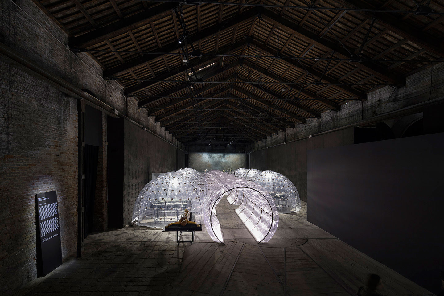 Highlights from the venice art biennale 2017 yellowtrace for Apertura biennale arte 2017