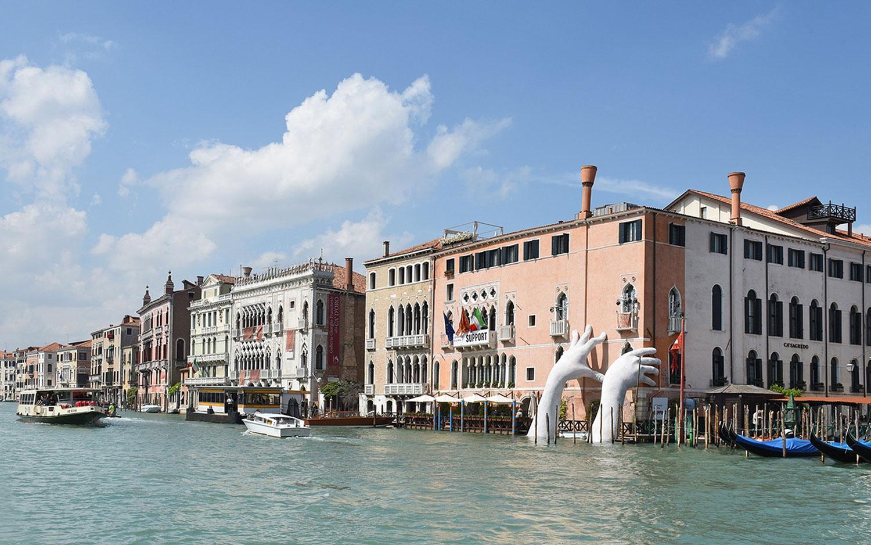 Lorenzo Quinn Support Sculpture Braces ca' Sagredo Hotel at Venice Biennale 2017   Yellowtrace