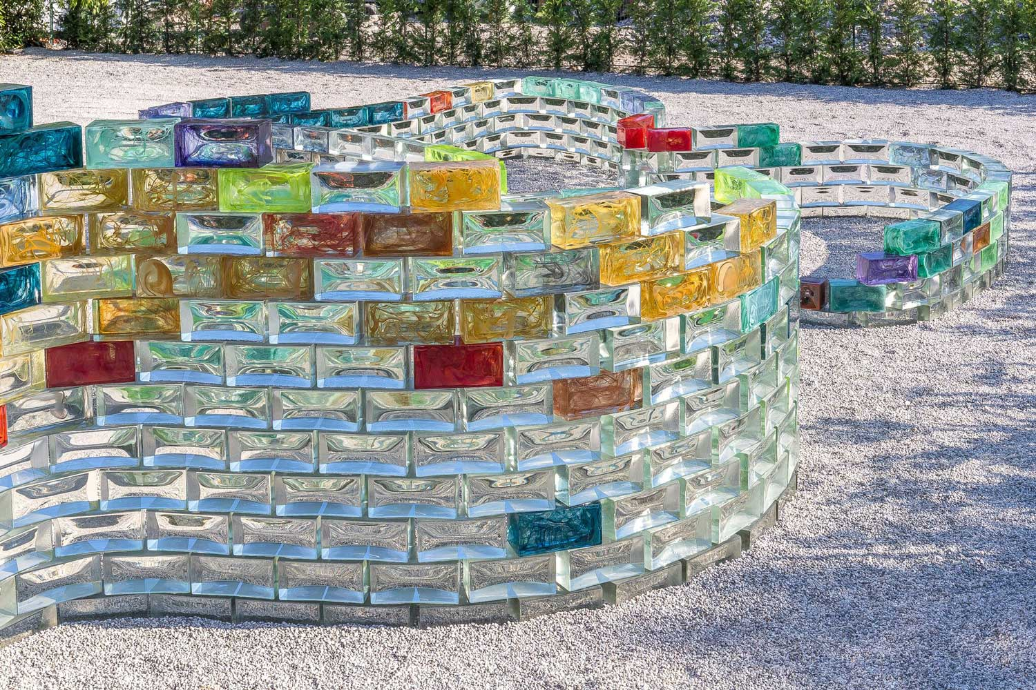 Pae White Curving Wall of Coloured Glass for Le Stanze del Vetro at Venice Biennale 2017   Yellowtrace