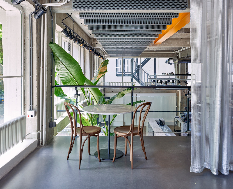 Old scuola pizzeria in rotterdam by instability we trust for Scuola interior design