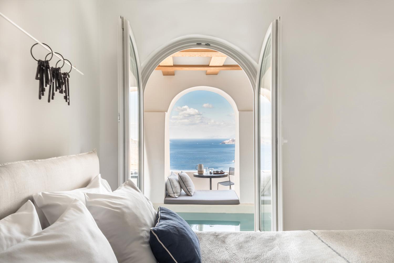 Porto fira suites santorini by interior design for Porto design hotel