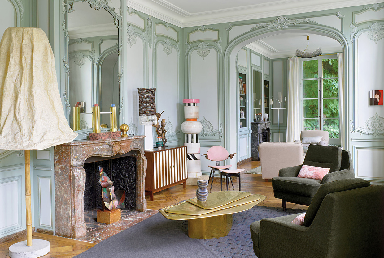 Memphis meets ornate 18th century parisian apartment for Architecture interieur paris