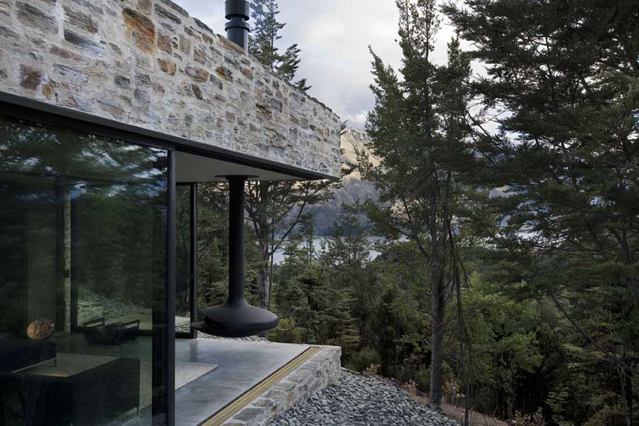 Mountain Retreat in Queenstown, New Zealand by Fearon Hay | Yellowtrace