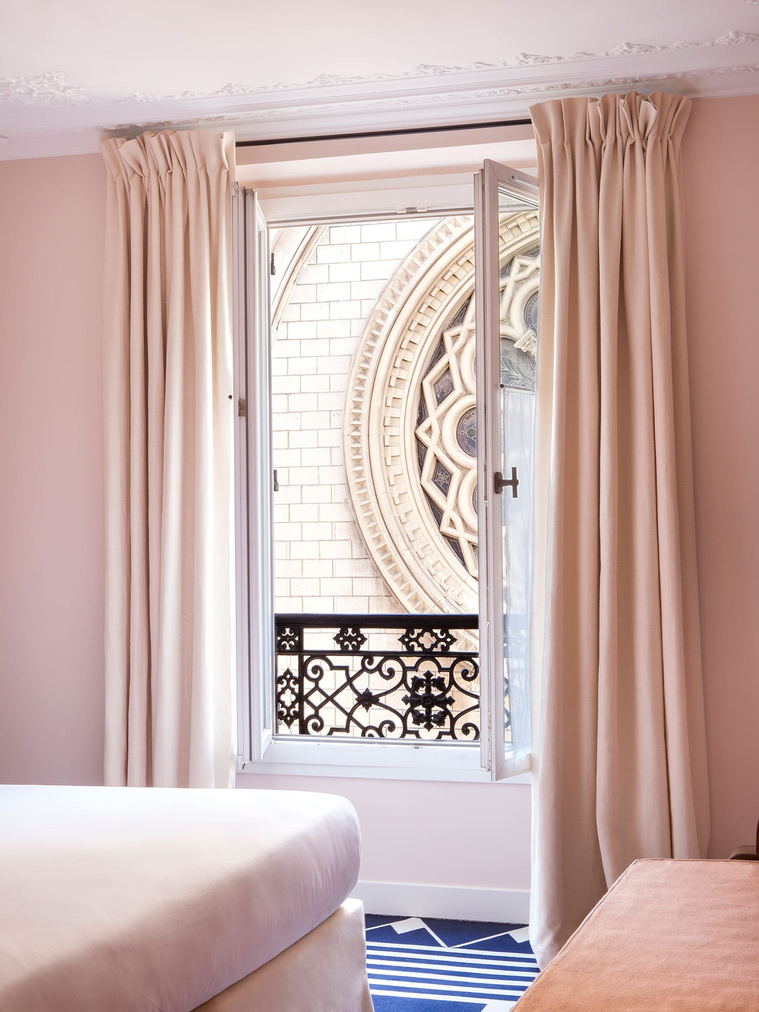 hotel bienvenue paris france designed by chlo negre yellowtrace. Black Bedroom Furniture Sets. Home Design Ideas