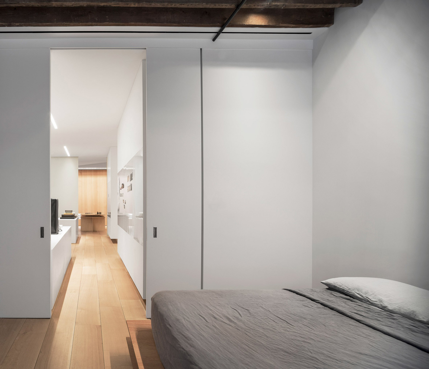 Photographer's Loft in New York by Desai Chia Architecture   Yellowtrace
