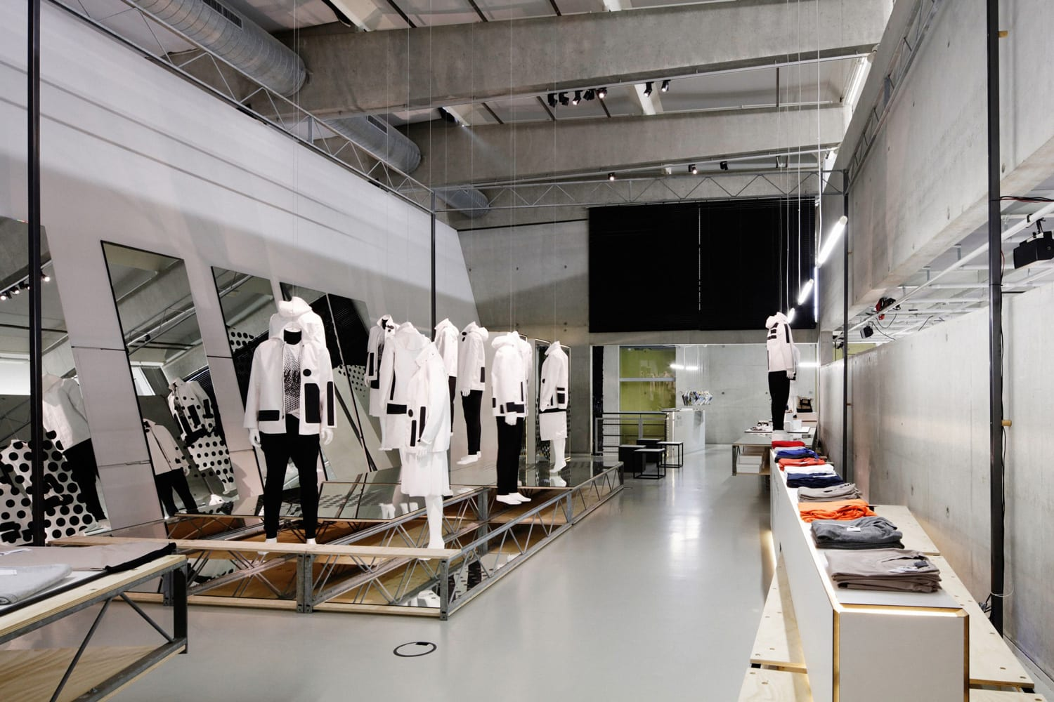 Temporary Fashion Museum Rotterdam by Studio Makkink Bey | Yellowtrace