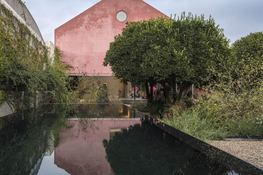 Red House in Setúbal, Portugal by EXTRASTUDIO | Yellowtrace