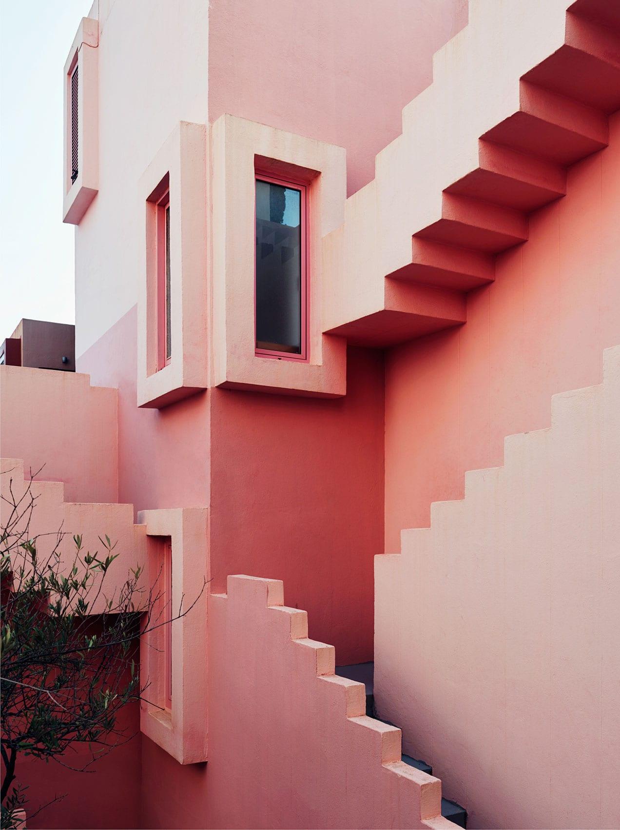 Ricardo Bofill's Red Wall (La Muralla Roja) Housing Project in Calpe, Spain | Yellowtrace