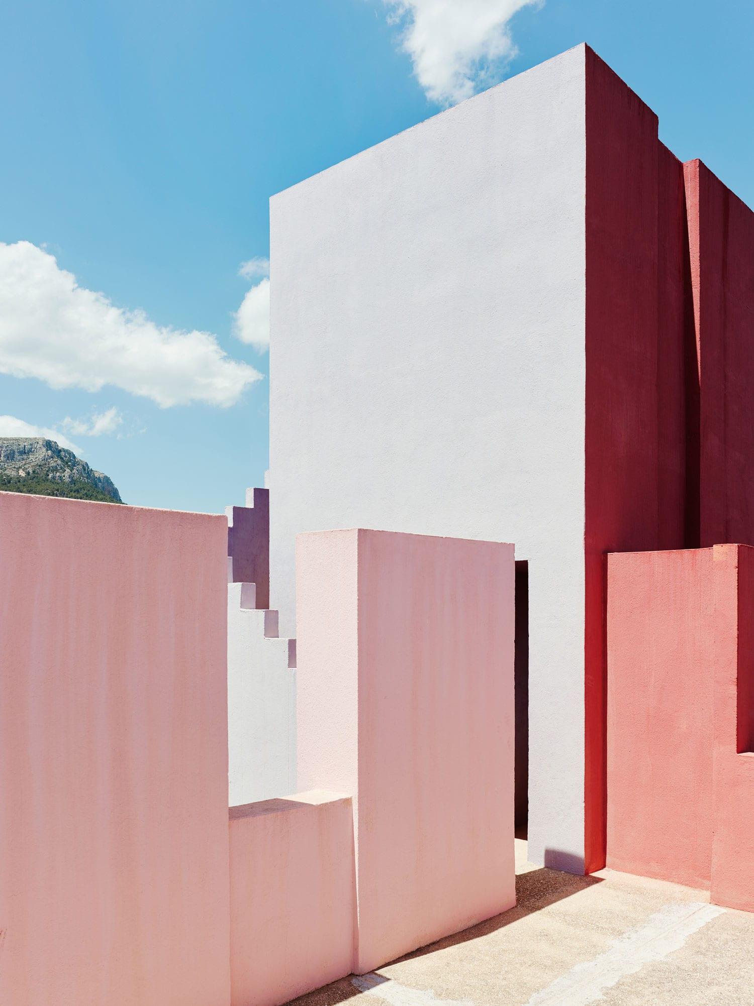 Yellowtrace Spotlight Australian Design News March 2014: Ricardo Bofill's La Muralla Roja Housing Project In Spain