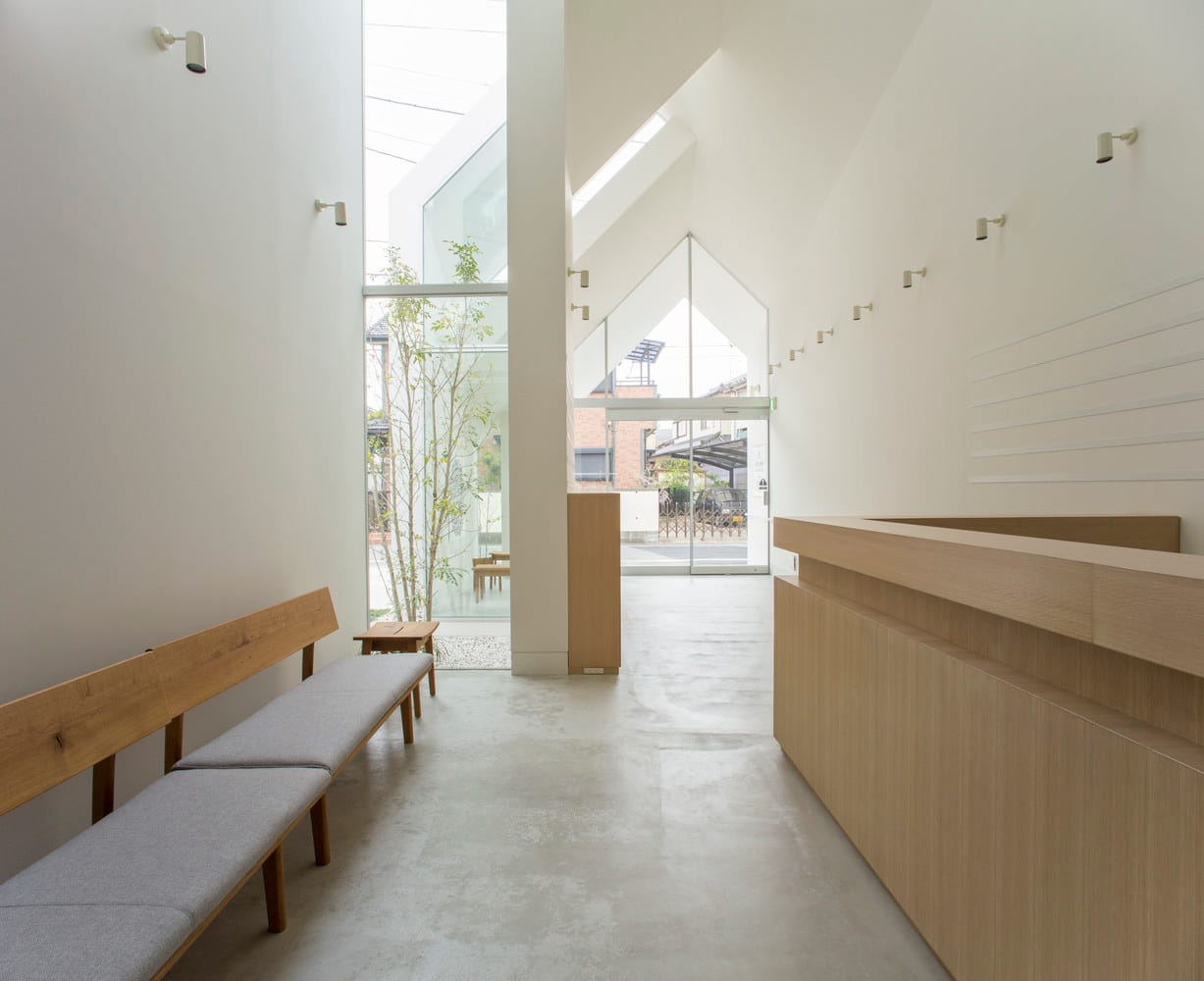 Asahicho Clinic by hkl studio | Yellowtrace