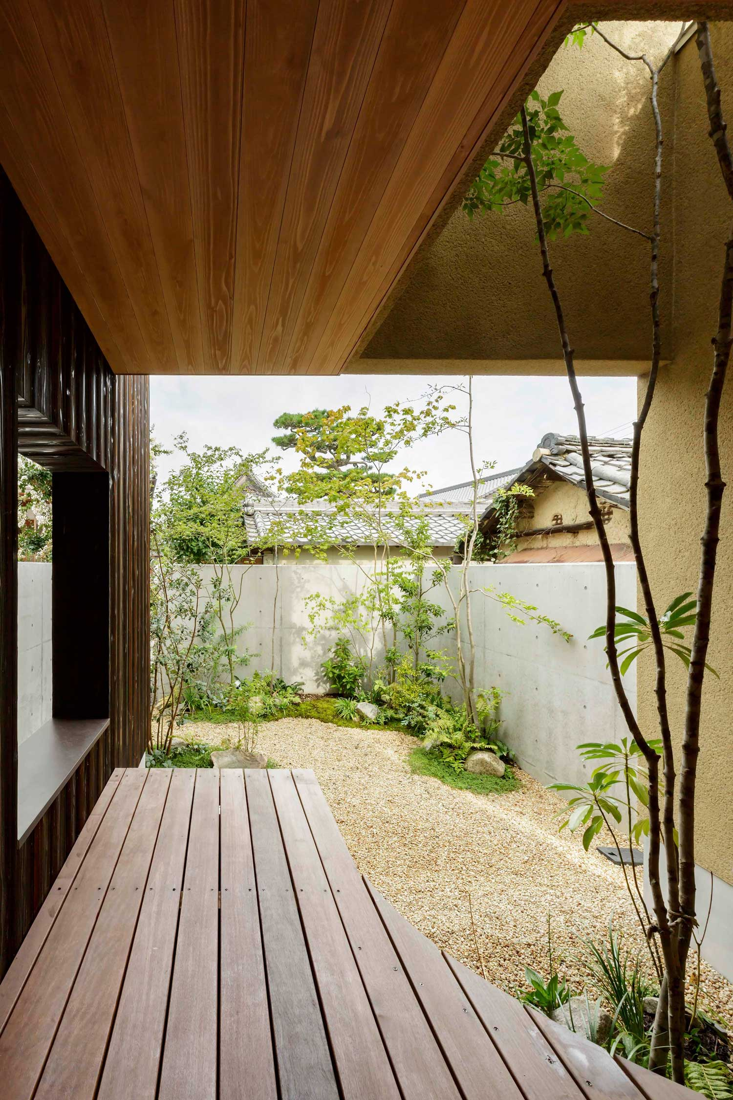 Warm Minimalism: Shoei House in Japan by Hearth Architects | Yellowtrace