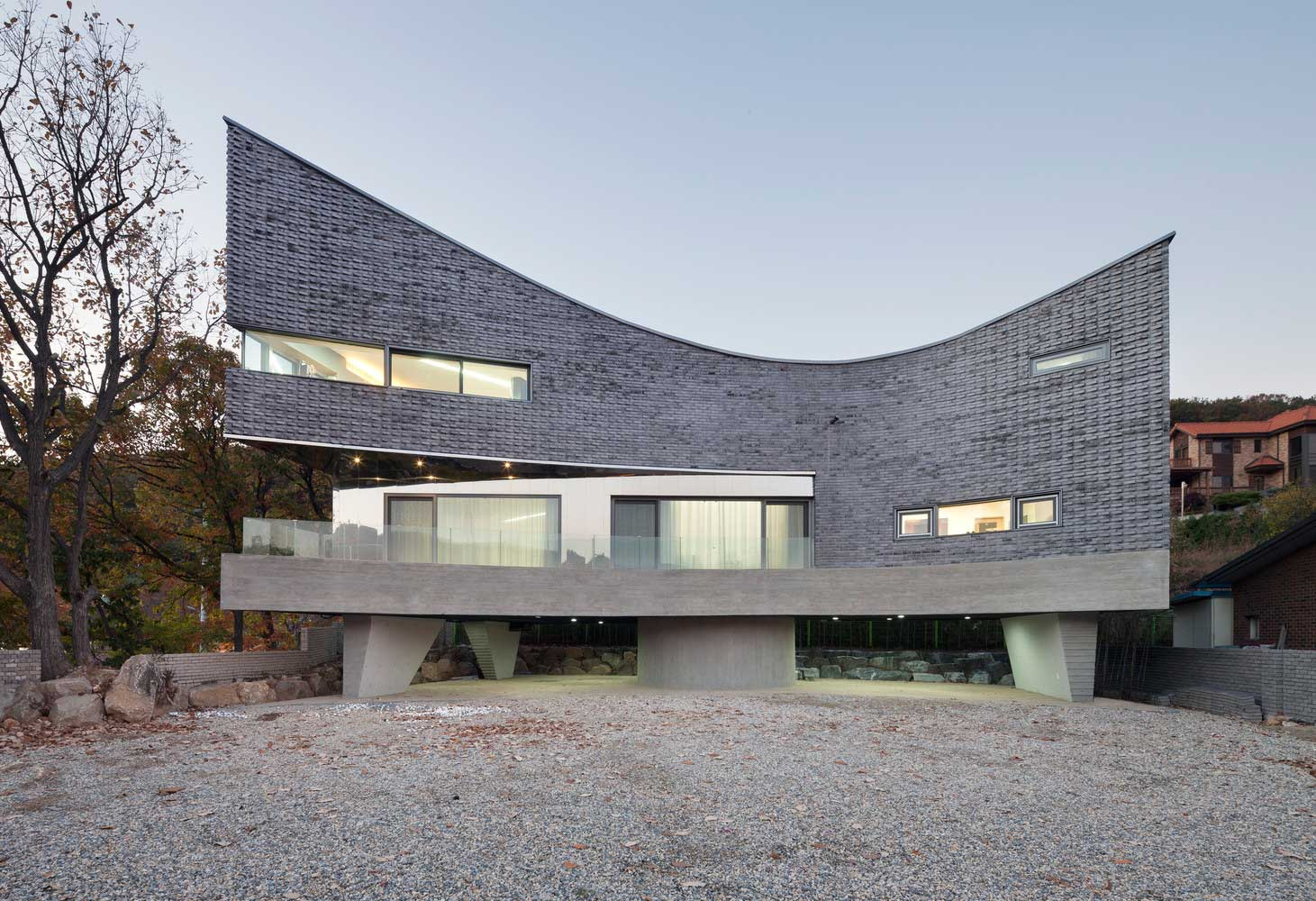 The Curving House by JOHO Architecture | Yellowtrace