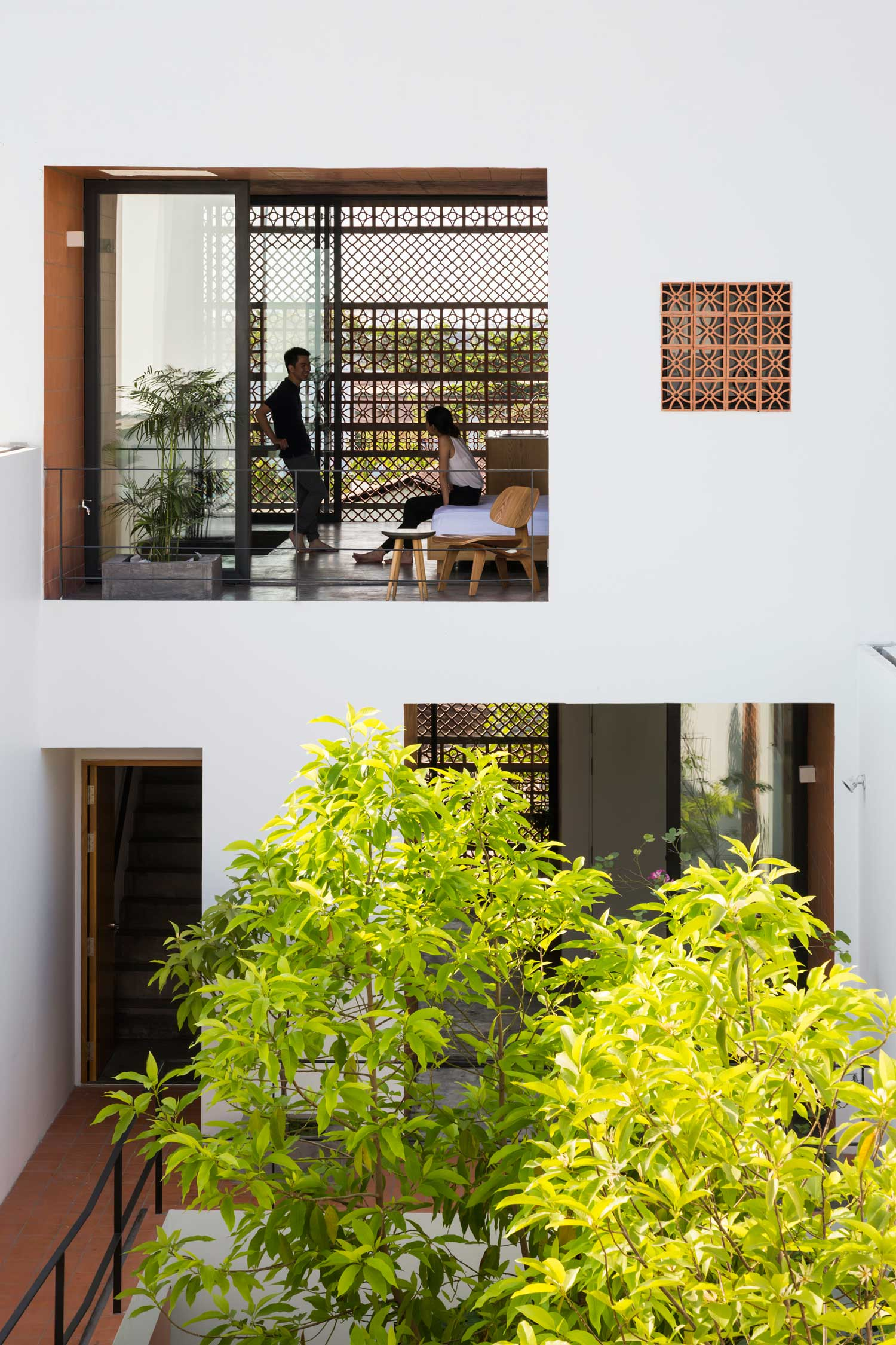 Apartment in Binh Thanh, Ho Chi Minh, Vietnam by Sanuki Daisuke Architects | Yellowtrace