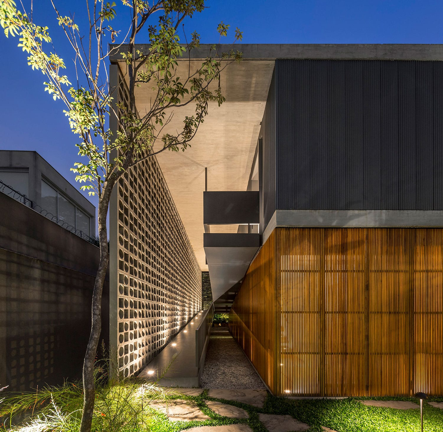 B+B House in Brazil by Studio MK27 - Marcio Kogan + Renata Furlanetto + Galeria Arquitetos | Yellowtrace