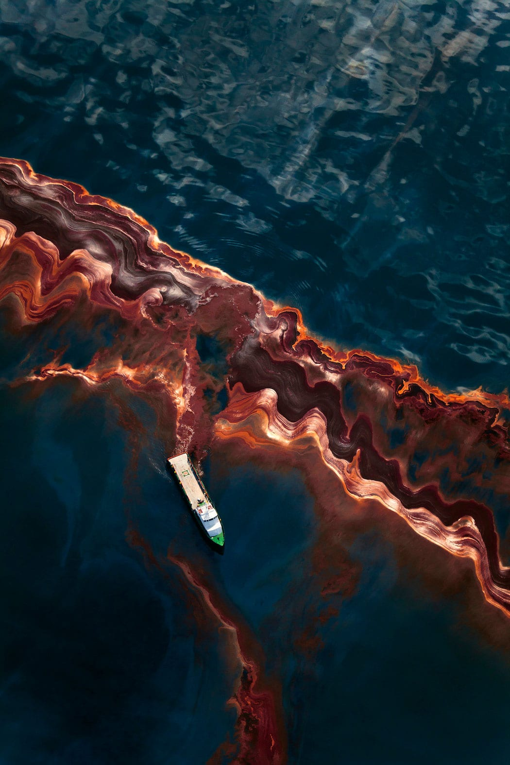 Deepwater Horizon Gulf Oil Spill by Daniel Beltra | Yellowtrace