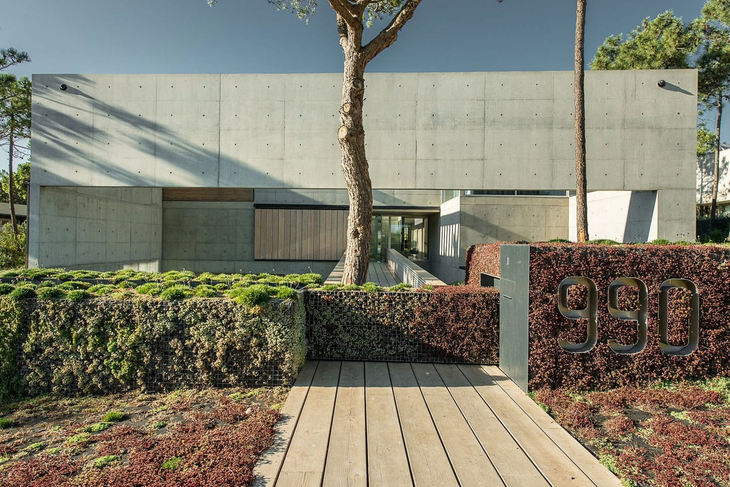 Swimming In The Air: The Wall House on Portuguese Riviera by Guedes Cruz Arquitectos   Yellowtrace