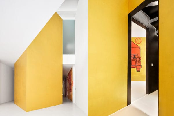 Duplex Tibbaut in Barcelona, Spain by Raúl Sánchez | Yellowtrace