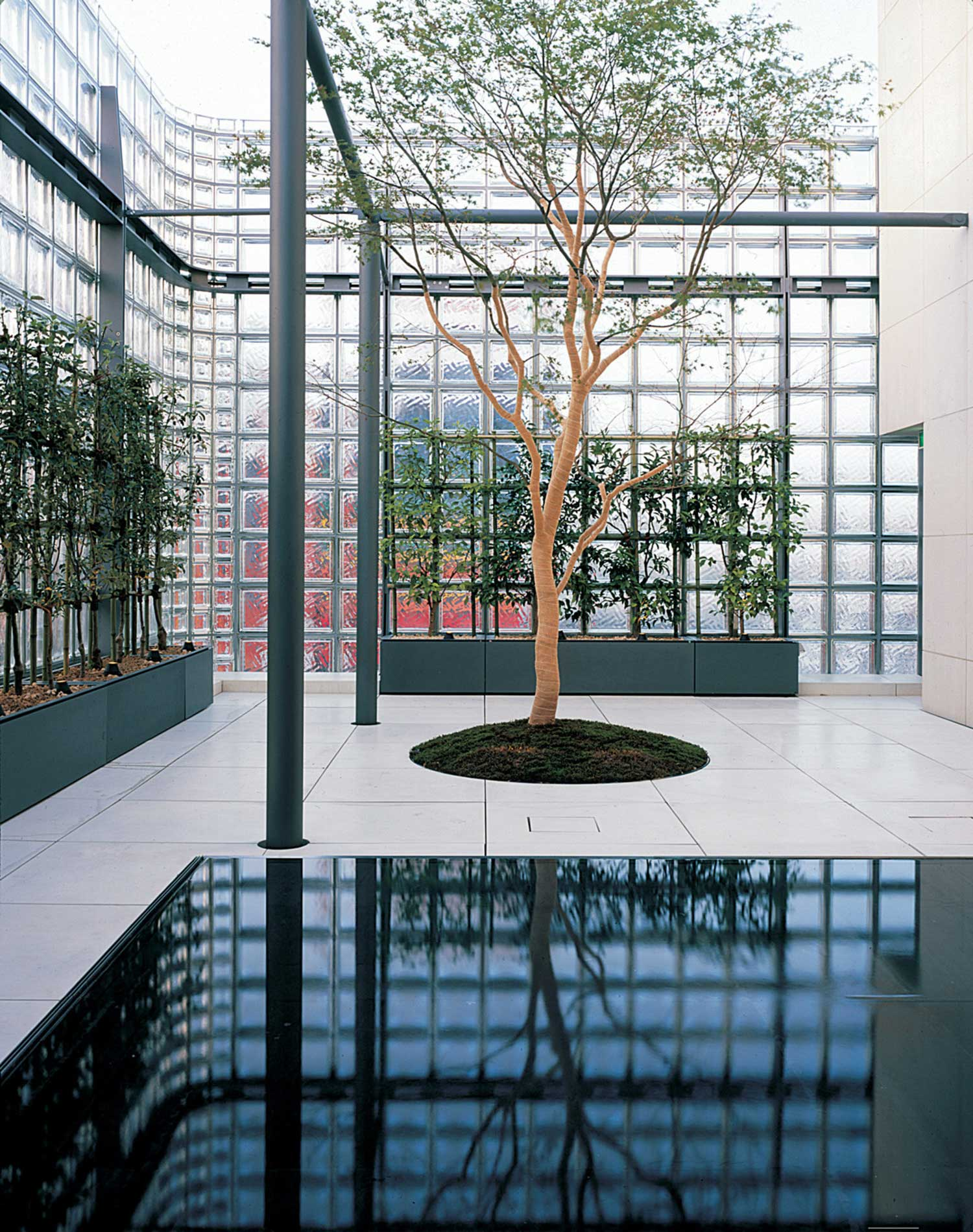 Maison Hermès in Tokyo, Japan by Renzo Piano (1998-2006) | Yellowtrace