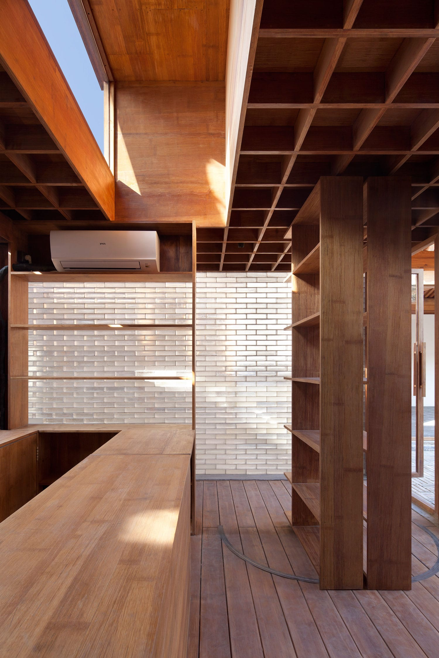 Courtyard Hybrid by Vector Architects in Beijing, China | Yellowtrace