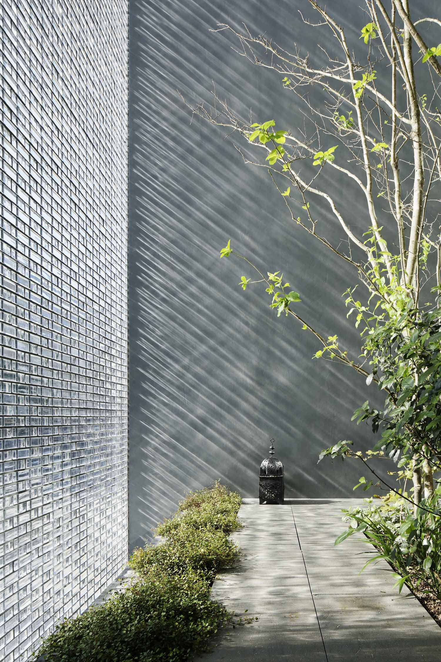 Optical Glass House by Hiroshi Nakamura & NAP01 | Yellowtrace