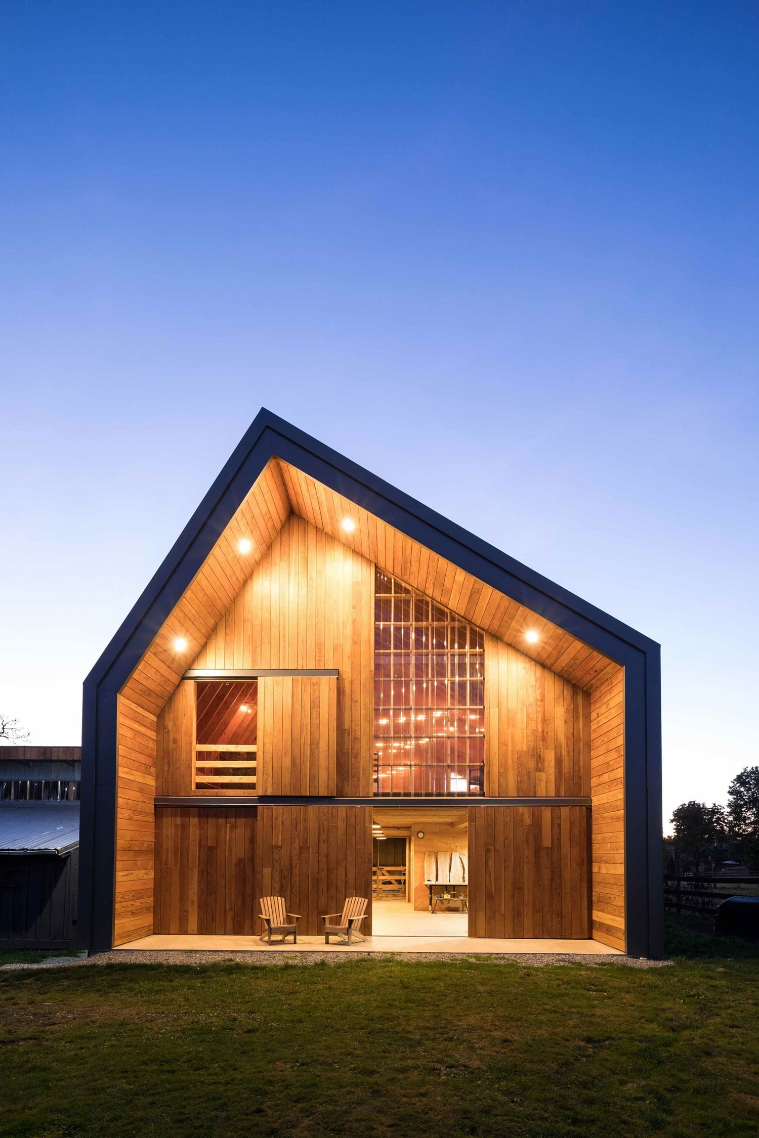 Swallowfield Barn in Langley, Canada by MOTIV Architects ...