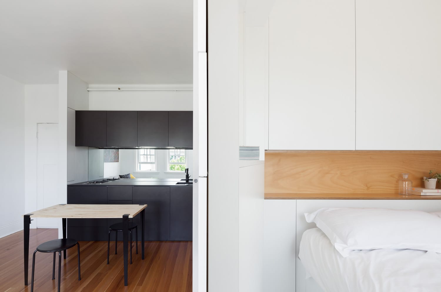 Darlinghurst Apartment by Brad Swartz Architects | Yellowtrace