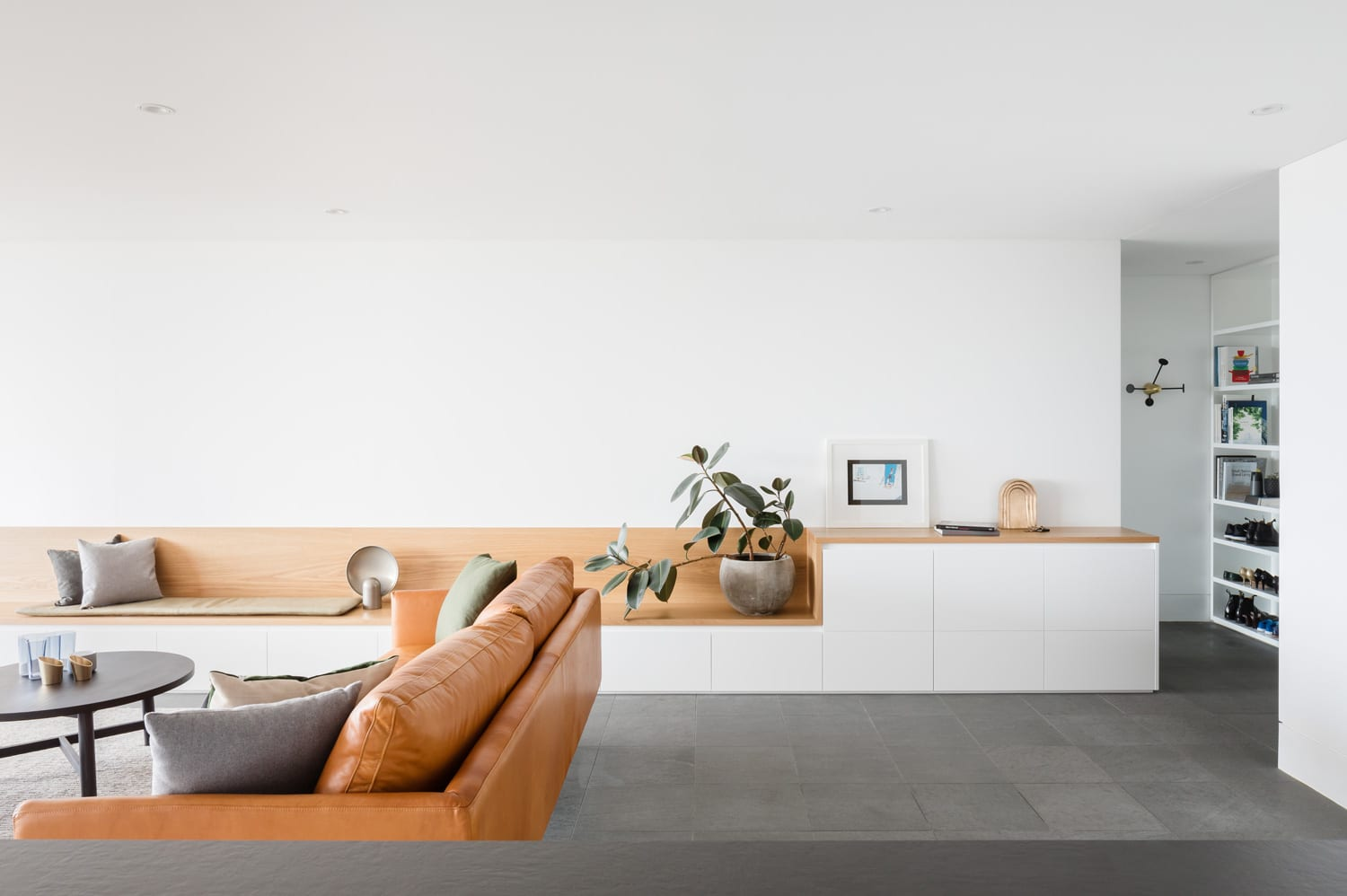 Macquarie Street Apartment by Brad Swartz Architects | Yellowtrace