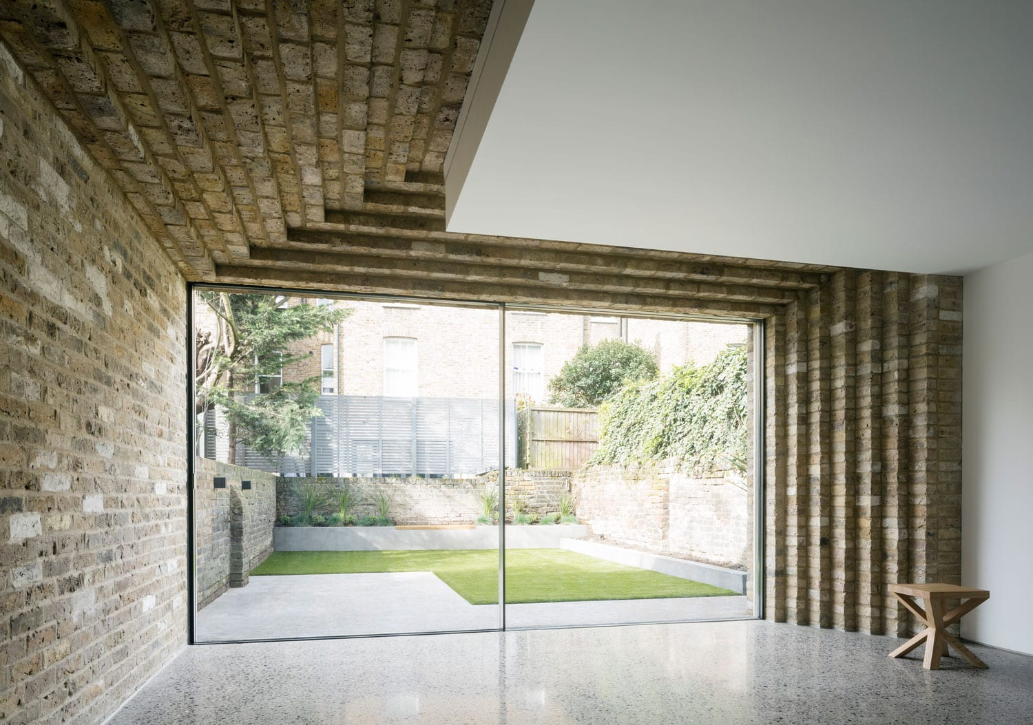 Step house in north london by bureau de change yellowtrace