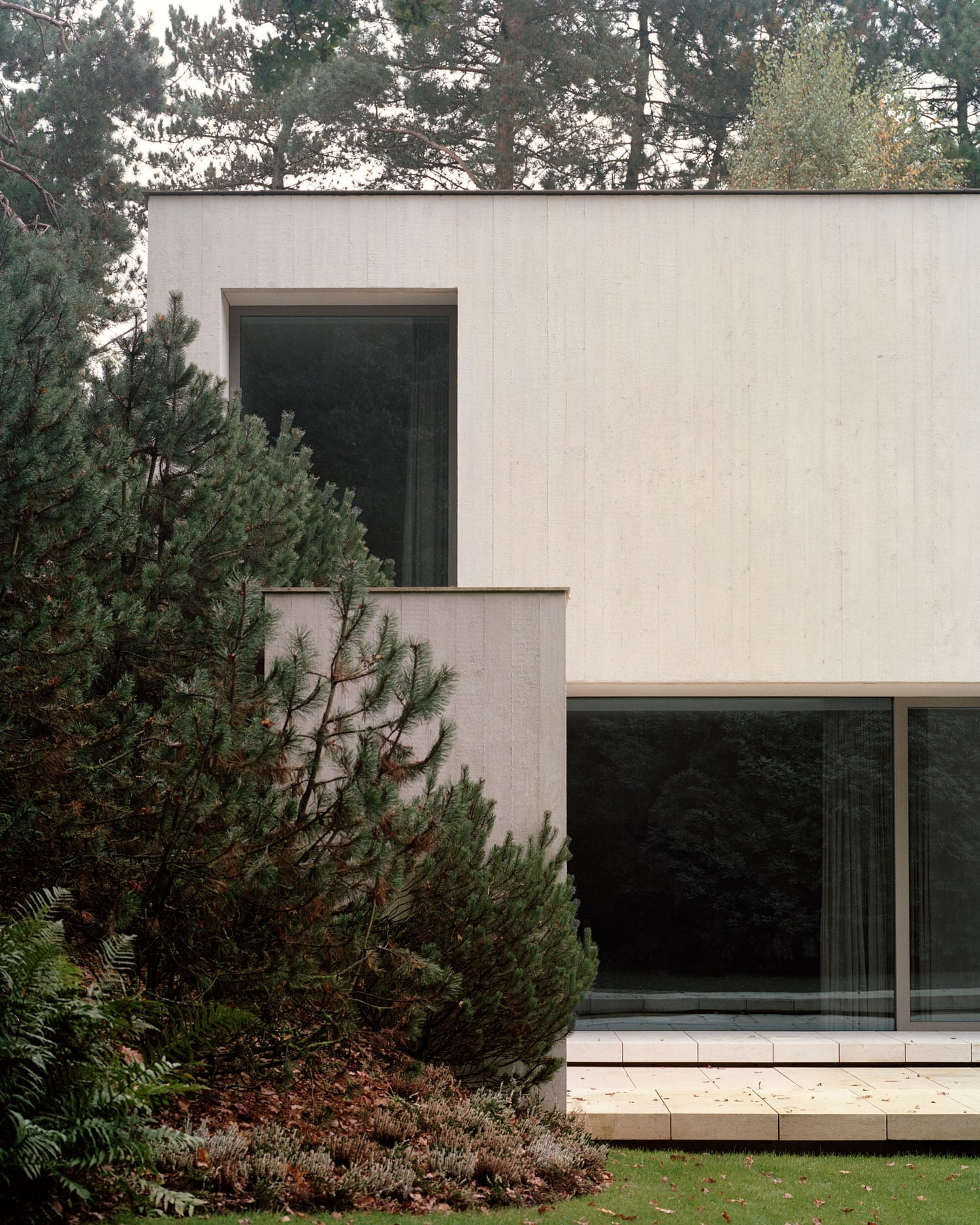 Villa Waalre in Eindhoven by Russell Jones   Yellowtrace