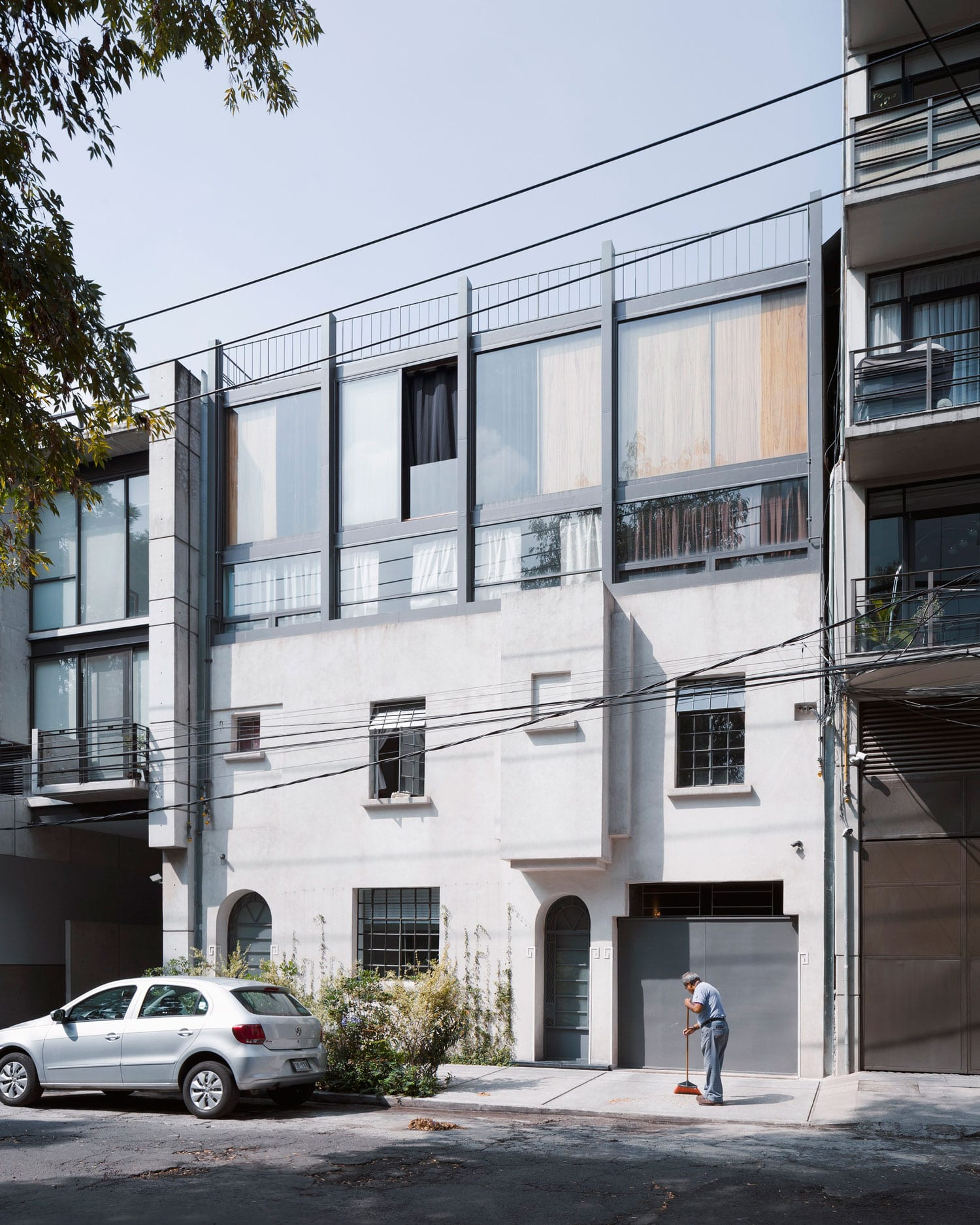 AS Town House Building in Mexico City by AMBROSI ETCHEGARAY.