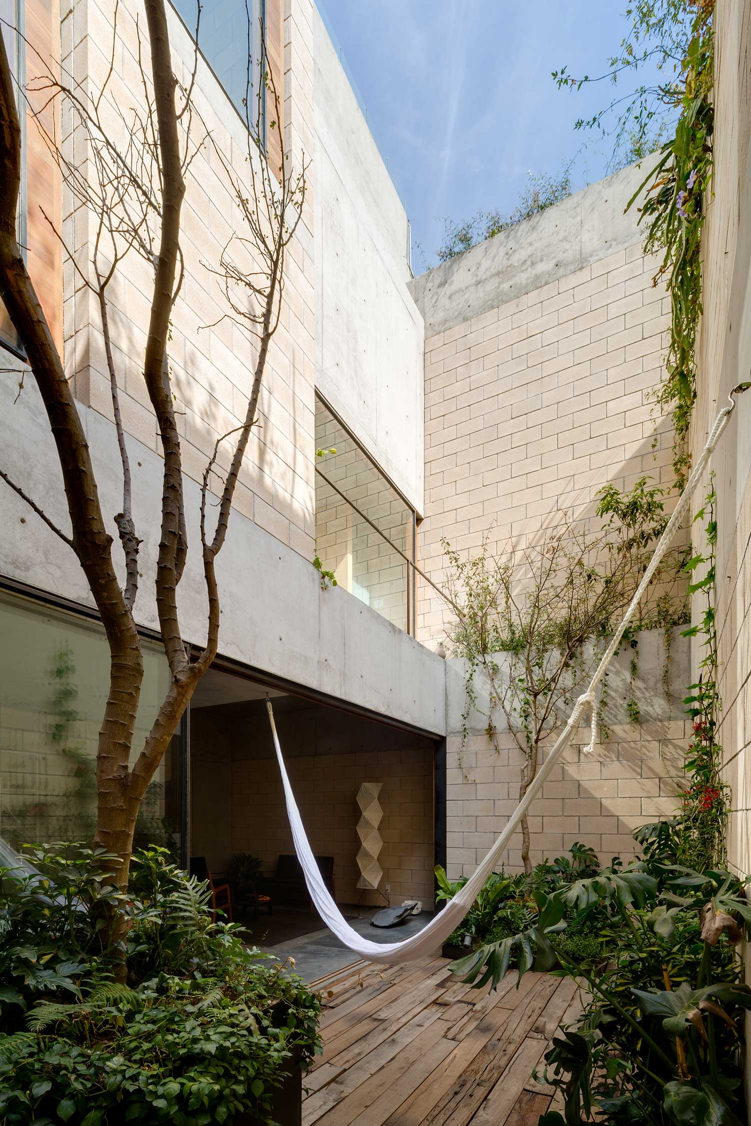 AS Building Mexico City by Ambrosi Etchegaray | Yellowtrace