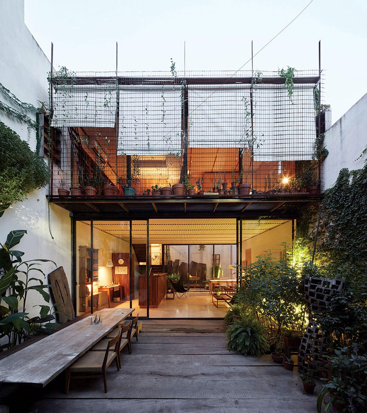 Clara House in Caballito, Argentina by Tovo Sarmiento arquitectos   Yellowtrace