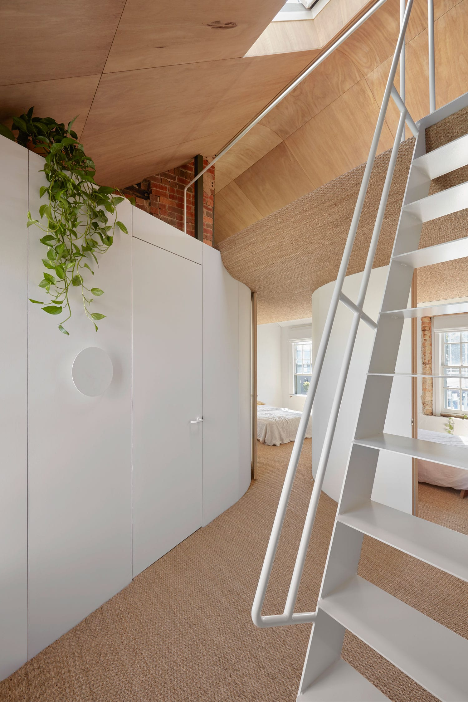 Hoa's House: Conversion of a 150-year-old Melbourne Pub by ioa-studio   Yellowtracer
