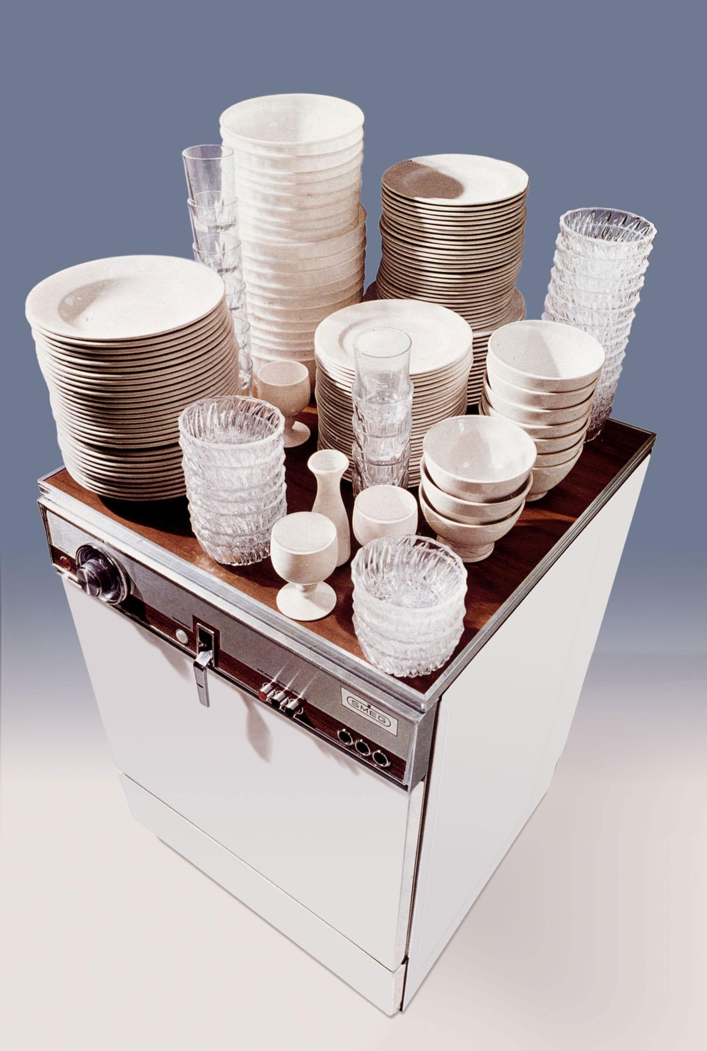 Smeg 1970 Placesetting Dishwasher Niagara | Yellowtrace